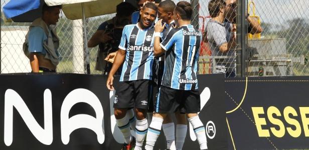 Grêmio comemora gol de Erick contra o Brasília pela Copa São Paulo