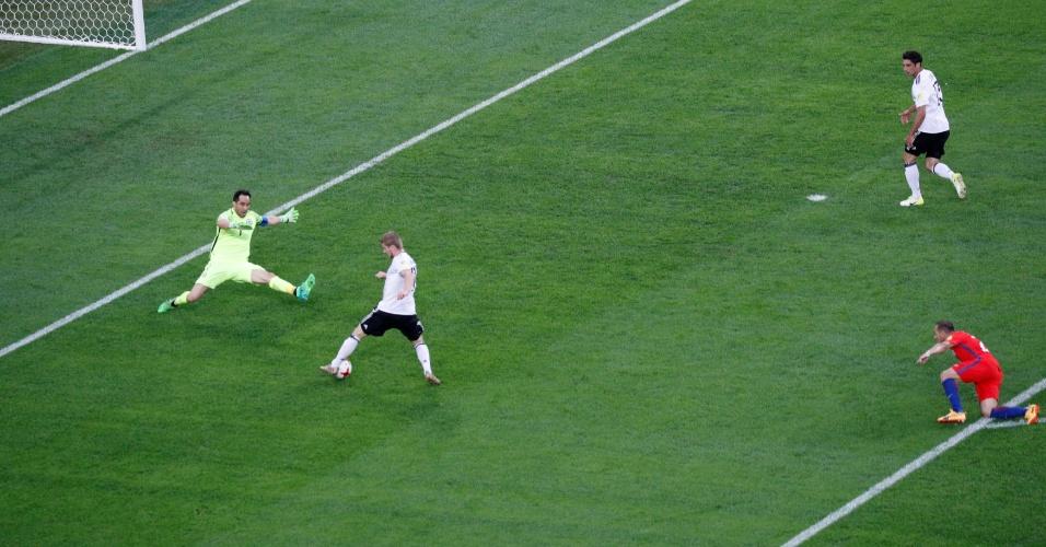 Díaz falhou, e a Alemanha abriu o placar no 1º tempo