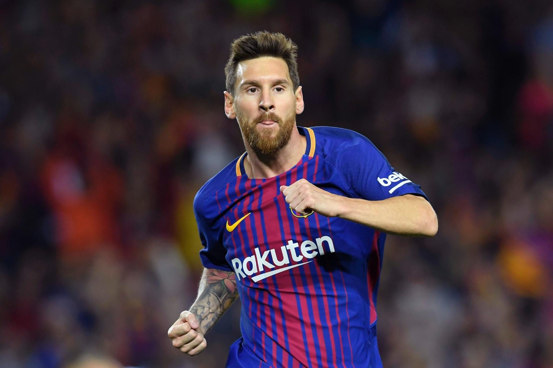 Messi faz três gols e decide clássico com estreia de Dembélé - 09 09 2017 -  UOL Esporte 7b6cbbf2183c8