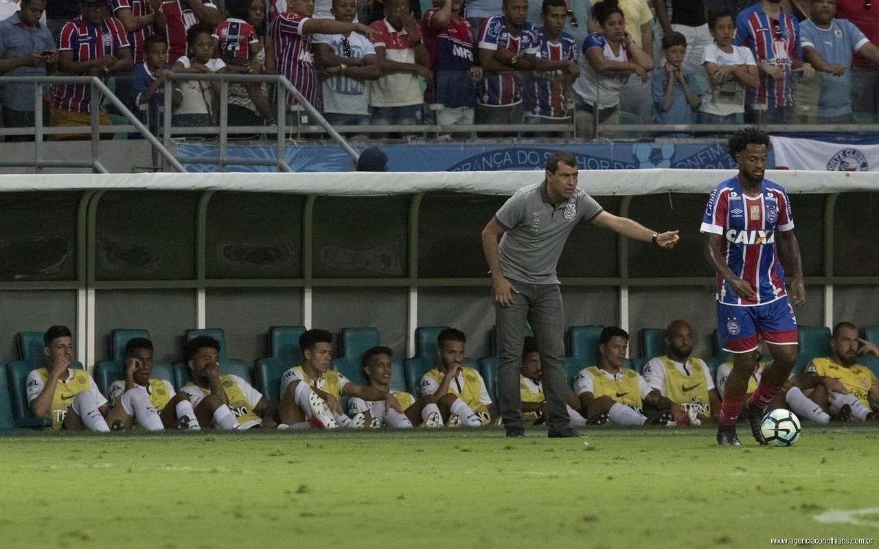 O técnico Fabio Carille comanda o Corinthians contra o Bahia