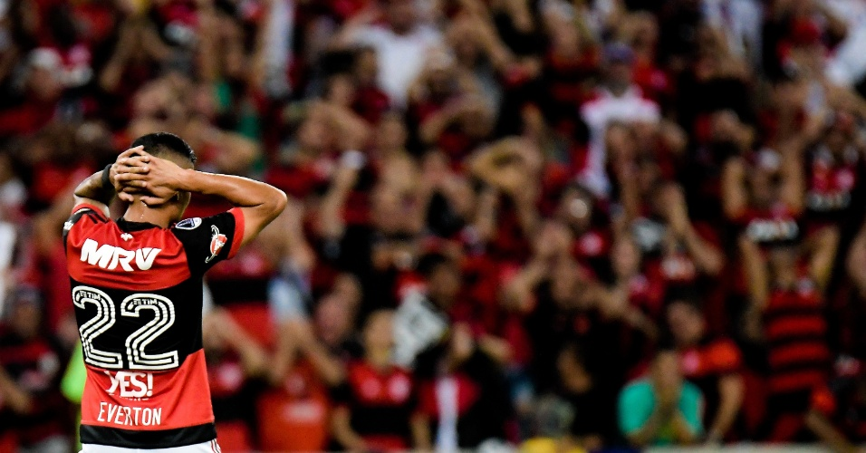 Everton lamenta chance perdida em Flamengo x Independiente pela Copa Sul-Americana
