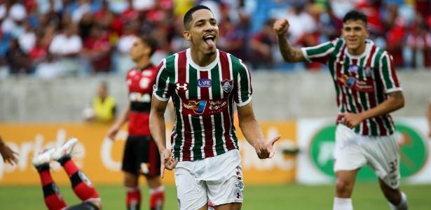 Gilberto comemora seu gol no duelo entre Fluminense e Flamengo pela Taça Rio