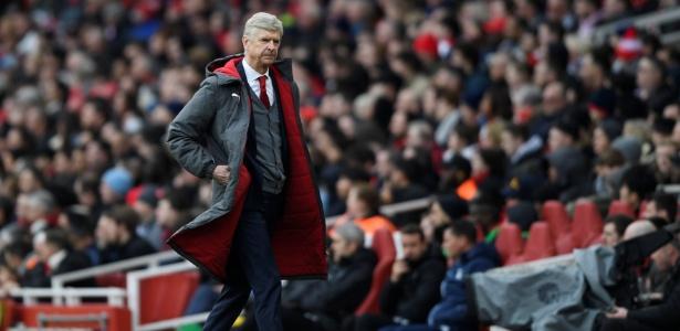 Treinador do Arsenal desde 1996 foi novamente alvo de protestos neste domingo