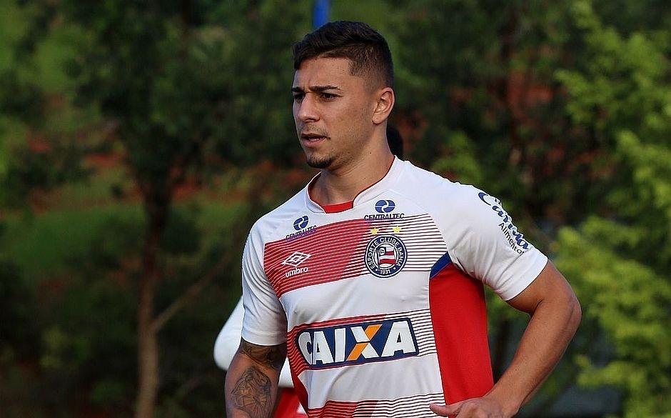 O lateral-direito João Pedro em treino do Bahia