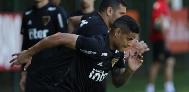 Everton e Diego Souza em ação durante treino do São Paulo - Rubens Chiri / saopaulofc.net