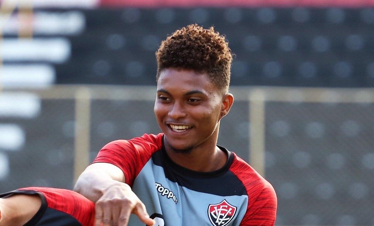 Lucas Ribeiro, zagueiro do Vitória