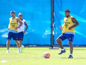 d54e0af774 Grêmio  Parceria com Kannemann acelera adaptação de Montoya ao clube
