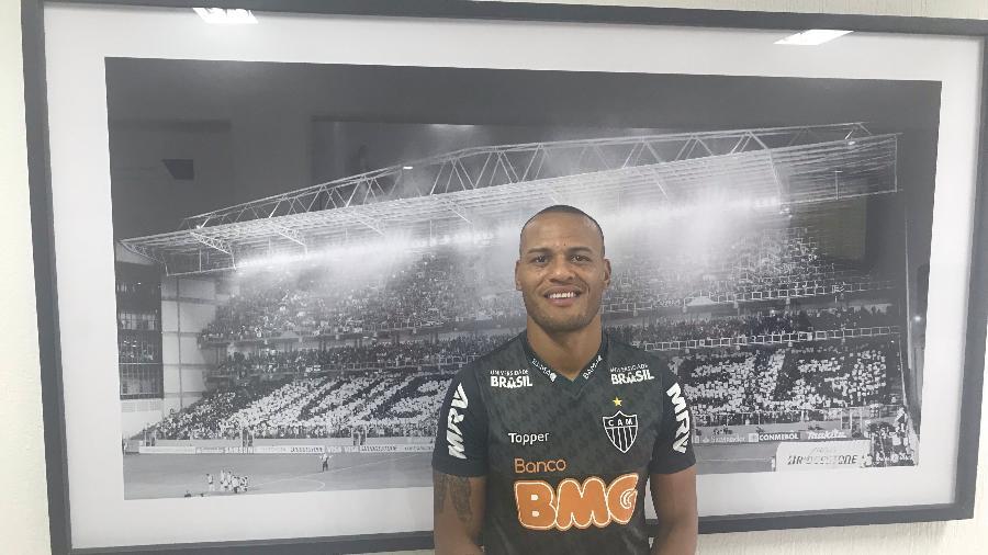 Patric, lateral direito do Atlético-MG posa para o UOL Esporte - Thiago Fernandes/UOL Esporte