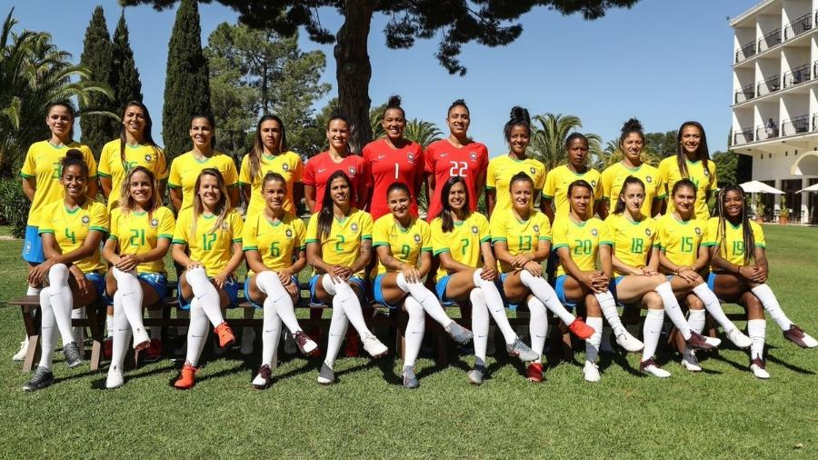 Seleção feminina posa para foto oficial da Copa do Mundo da França - Divulgação/CBF