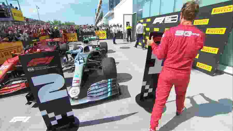 Sebastian Vettel tira placa de primeiro lugar do carro de Lewis Hamilton após GP do Canadá - @F1/Twitter