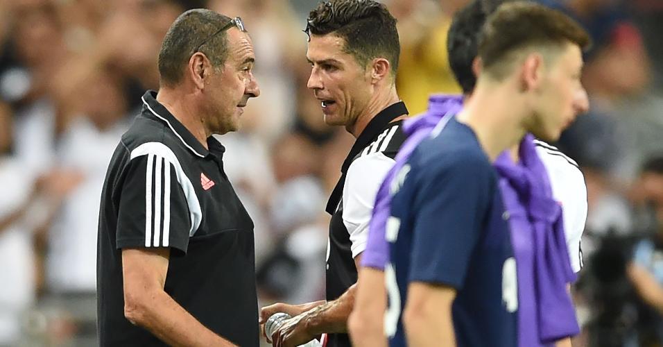 Maurizio Sarri e Cristiano Ronaldo, da Juventus, durante amistoso contra o Tottenham