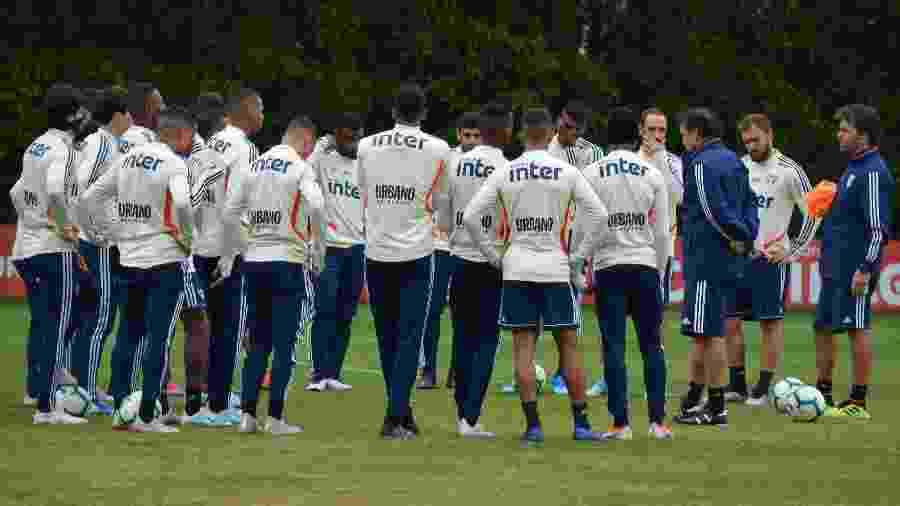 Elenco do São Paulo ouve instruções de Cuca durante treinamento no CT da Barra Funda - Alan Mendes / saopaulofc.net