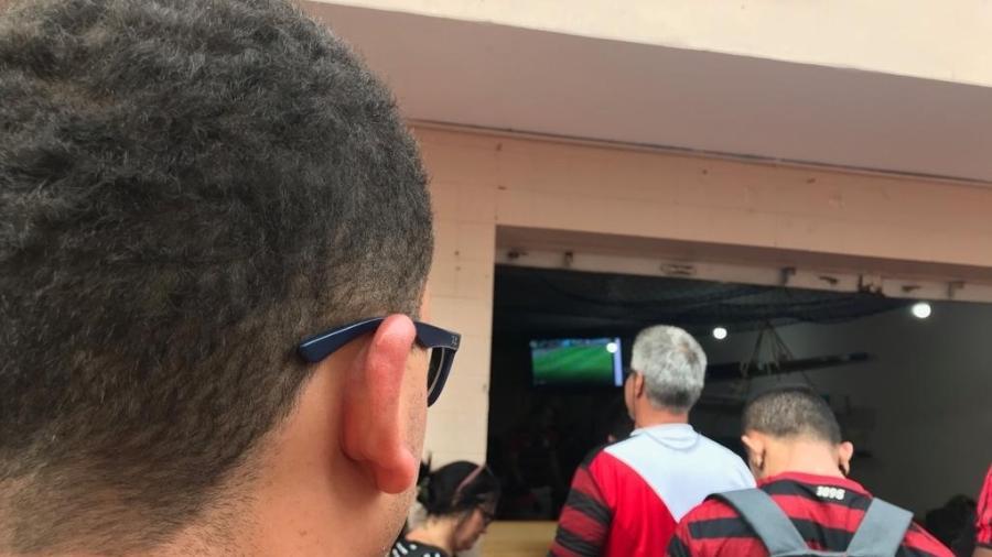 Torcedores do Flamengo que ainda estão em Lima assistem ao jogo do Palmeiras, pelo Brasileiro - Rodrigo Mattos / UOL