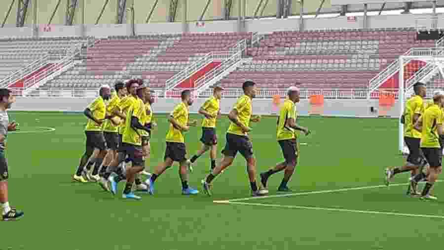 Flamengo treina em Doha (QAT) pela primeira vez: camisa de treino limpa e números nos calções - Leo Burlá/UOL