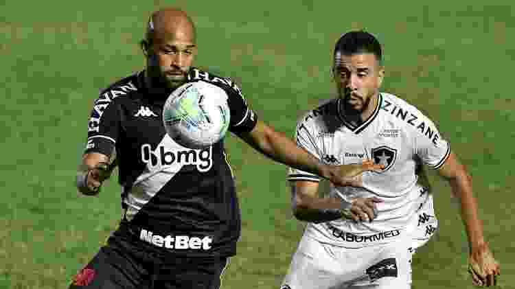 Fellipe Bastos disputa lance com Caio Alexandre durante Vasco x Botafogo na Copa do Brasil 2020 - Thiago Ribeiro/AGIF - Thiago Ribeiro/AGIF