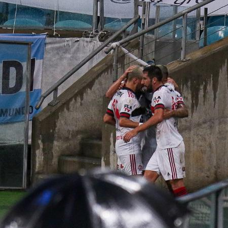 Jogadores do Flamengo comemoram gol - Fernando Alves/AGIF
