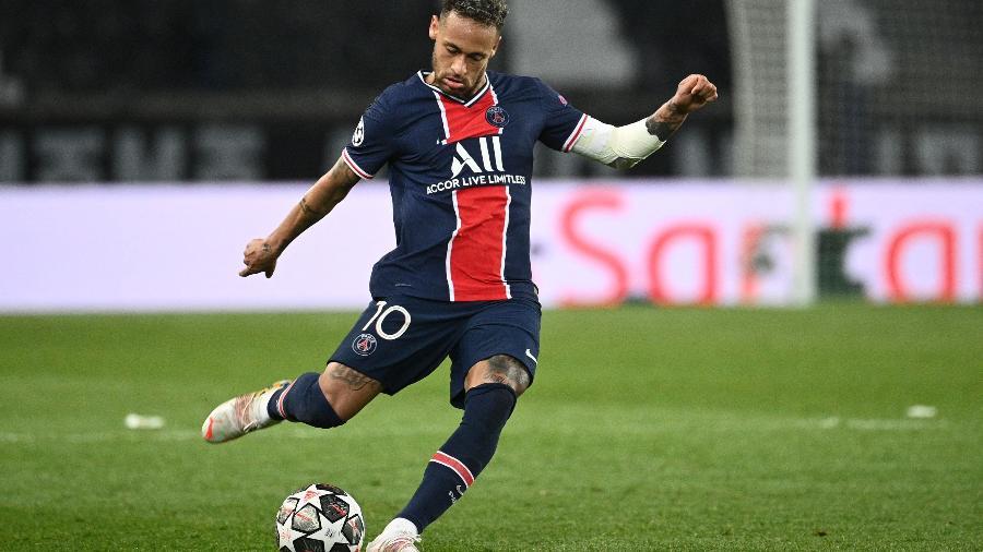 Neymar em ação pelo PSG contra o Manchester City; jogo de volta será atração do Futebol Muleke na Twitch e no TikTok - Anne-Christine Poujoulat/AFP