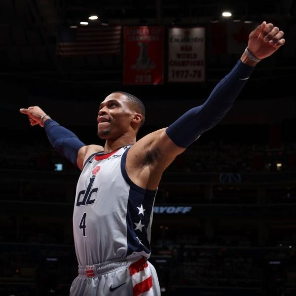 Russell Westbrook deu enterrada em vitória do Washington Wizards
