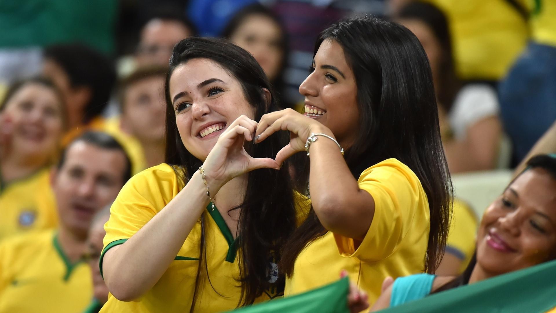 Torcedoras do Brasil vão ao Castelão para apoiar a seleção brasileira contra a Venezuela