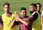 São Paulo foca em contra-ataques e volta treinar 'futebol americano'