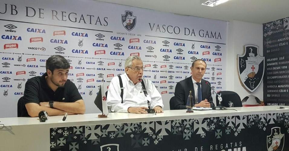 O técnico Milton Mendes (d) foi apresentado pelo Vasco na tarde desta segunda-feira (20)