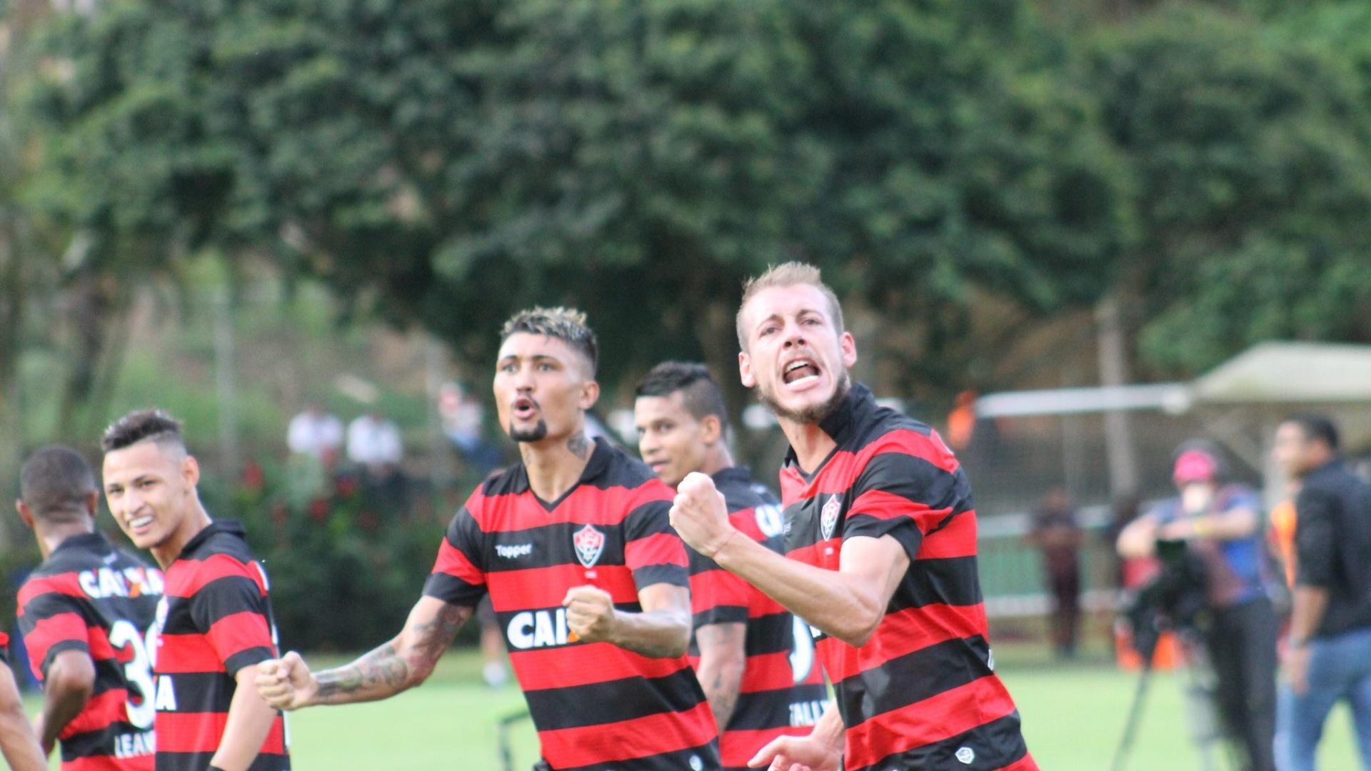 Kieza abriu o placar para o Vitória contra o Atlético-MG no Barradão