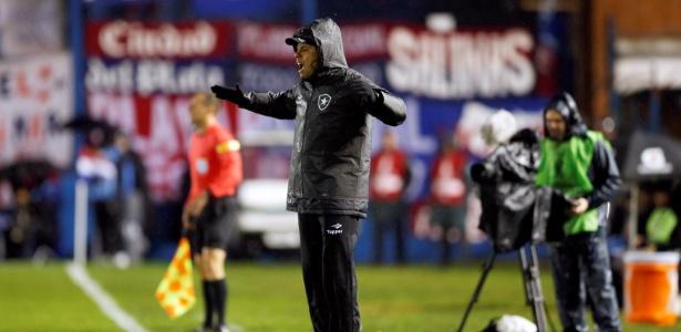 O técnico Jair Ventura na partida entre Nacional e Botafogo na Libertadores