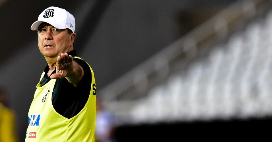 Levir Culpi orienta time do Santos em jogo contra o Vasco no Engenhão pelo Campeonato Brasileiro 2017