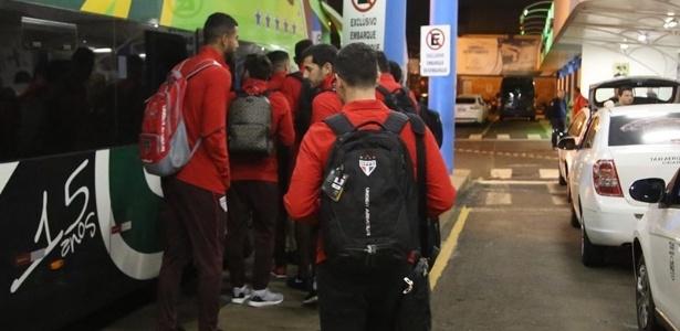 Delegação do São Paulo saiu de ônibus de Chapecó, nesta segunda