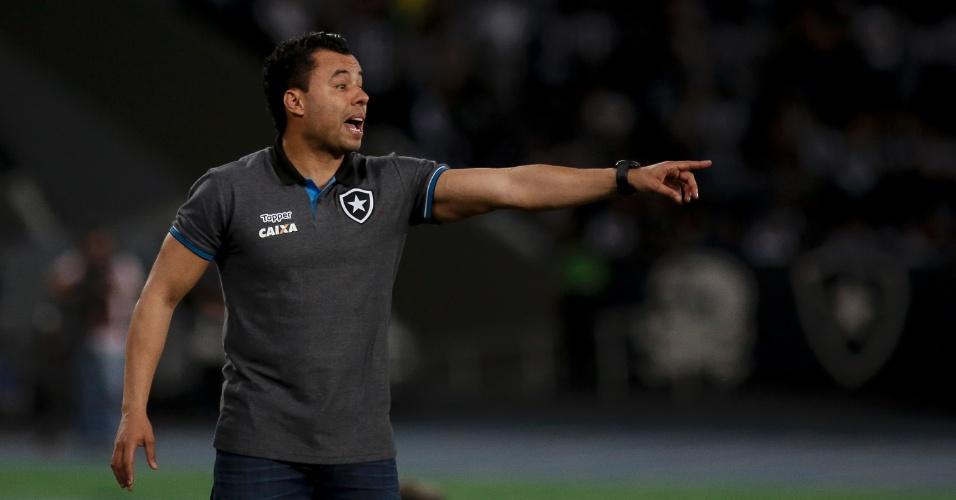 Jair Ventura orienta jogadores do Botafogo contra o Sport no Engenhão