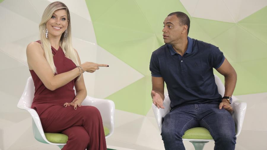 """Denilson e Renata Fan no estúdio do """"Jogo Aberto"""": programa terá reality show para encontrar novo comentarista para Band - Divulgação/Band"""