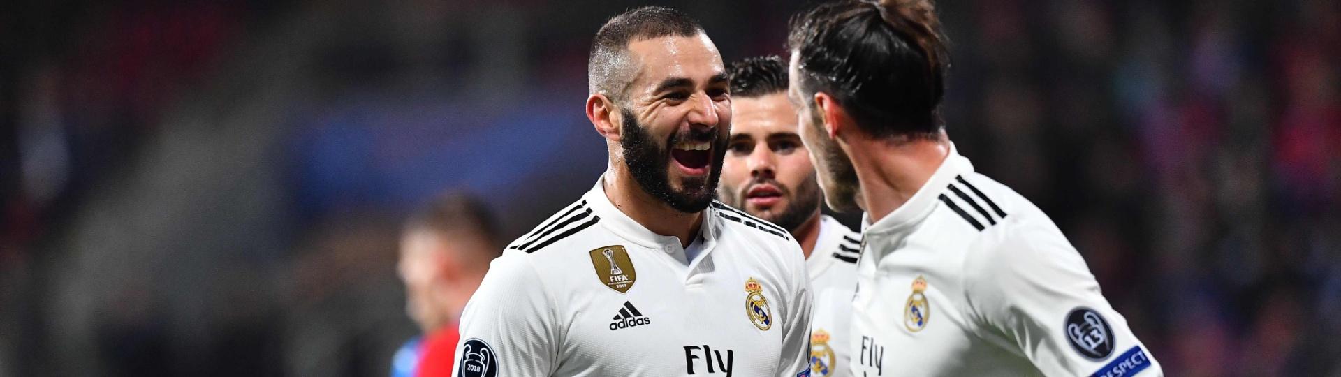 Benzema comemora um de seus gols pelo Real Madrid contra o Viktoria Plzen na Champions