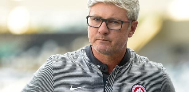 Odair Hellmann em jogo contra o Botafogo; treinador conquistou a todos no Inter - Thiago Ribeiro/AGIF