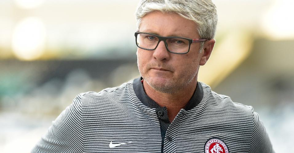 Odair Hellmann comanda o Internacional contra o Botafogo em jogo do Brasileirão