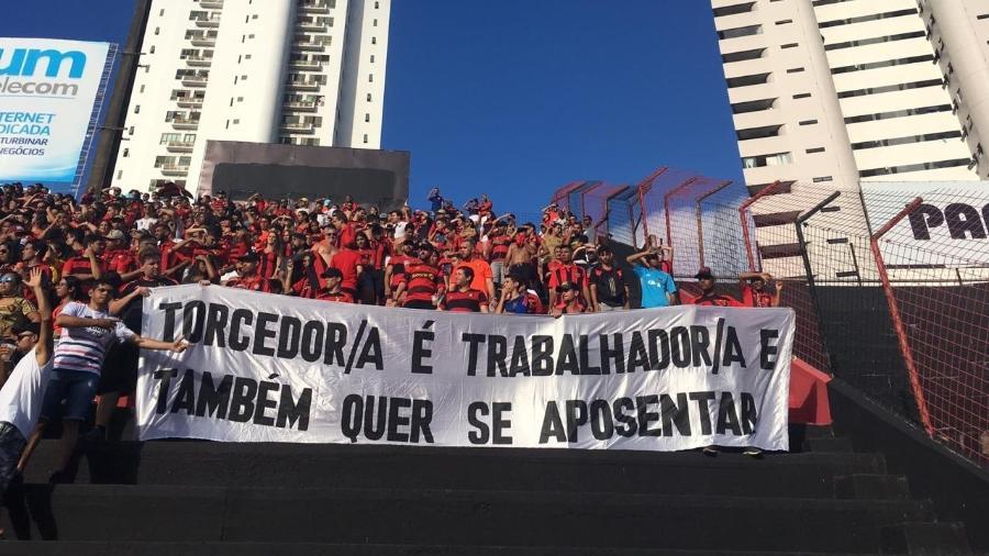 Torcida do Sport teve faixa contra a reforma da Previdência retirada pela PM - Divulgação