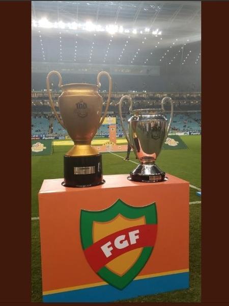 Taças de campeão e vice do Gauchão. O Inter não recebeu a de segundo colocado - Reprodução/Twitter