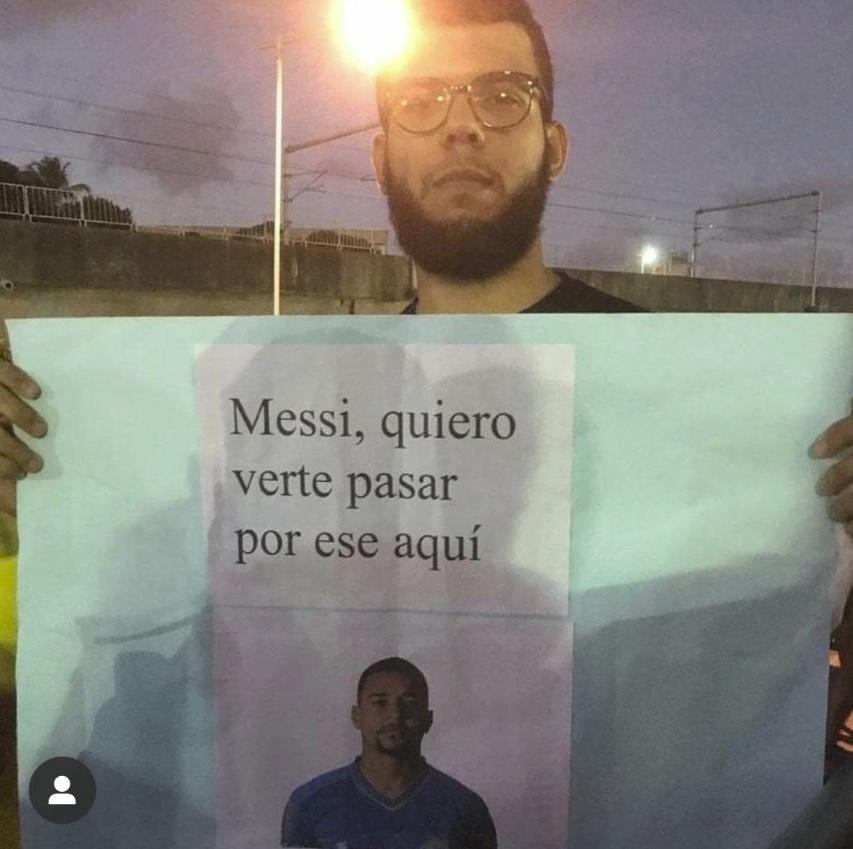 Torcedor do Bahia faz brincadeira com Messi e volante Gregore