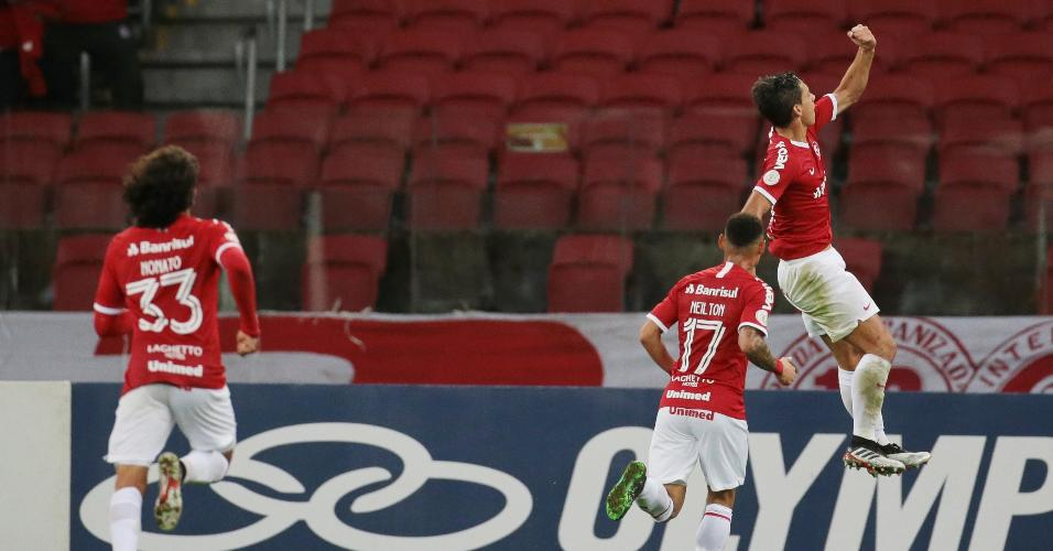 Martin Sarrafiore comemora seu gol para o Internacional contra o Ceará pelo Campeonato Brasileiro