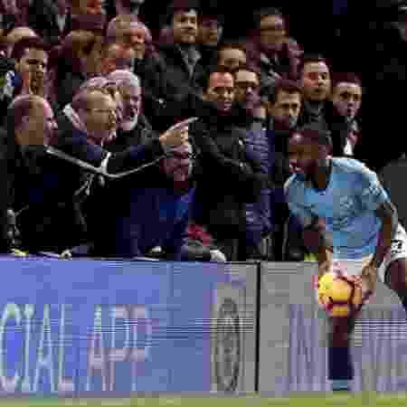 Raheem Sterling é ofendido durante jogo Chelsea x Manchester City -  Reprodução