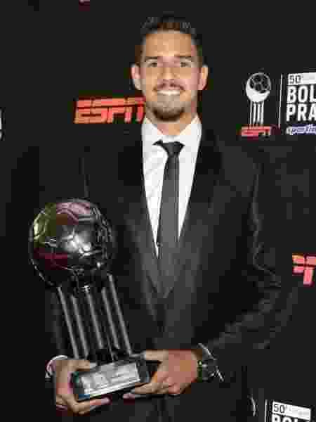 Santista foi um dos zagueiros premiados no troféu Bola de Prata, hoje (9) - Rafael Oliveira