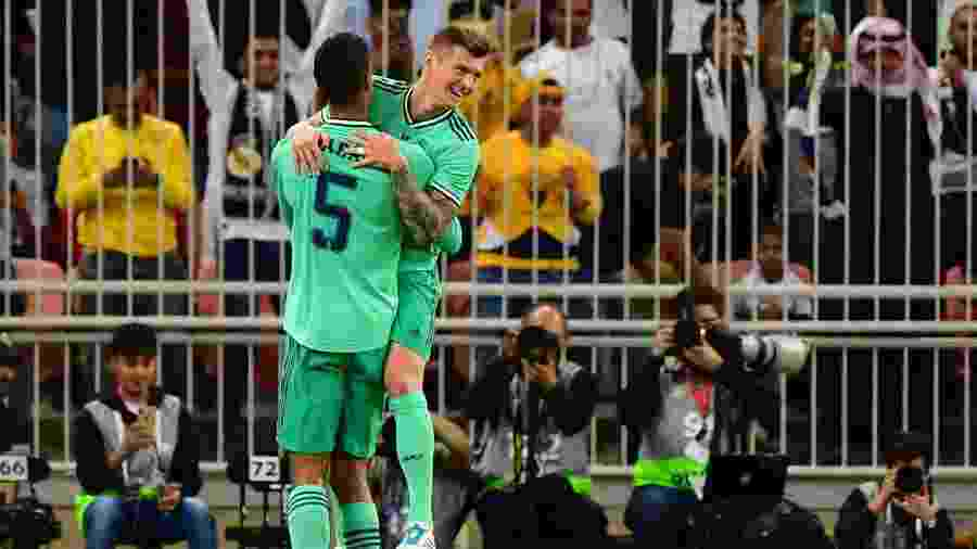Kroos comemora após marcar gol olímpico em Real Madrid x Valencia - GIUSEPPE CACACE / AFP