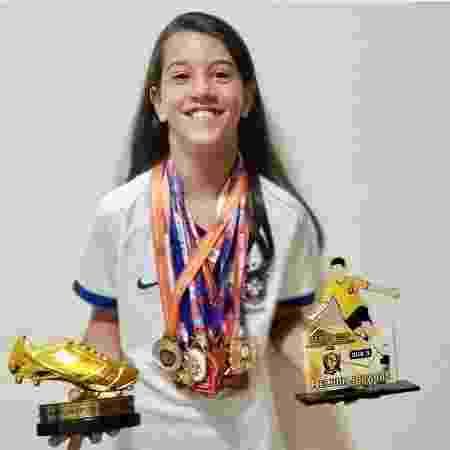 Julia com medalhas e troféus de 2019 - Arquivo Pessoal - Arquivo Pessoal