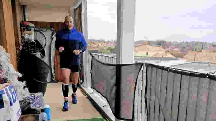 Elisha Nochomovitz, atleta francês, correu uma maratona na varanda por causa do coronavírus - Arquivo pessoal