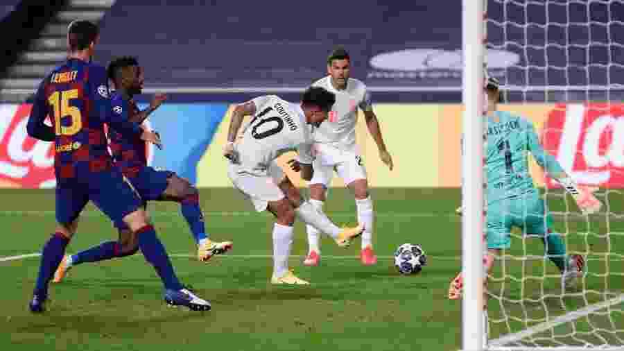 Emprestado pelo Barcelona, brasileiro marcou dois gols na vitória por 8 a 2 do Bayern - Pool/Getty Images