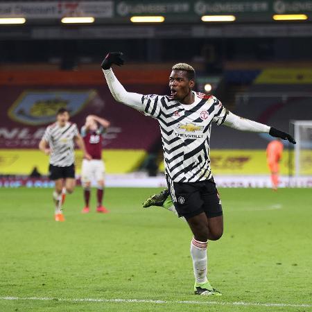 Pogba comemora o gol que fez na vitória sobre o Burnley - Getty Images