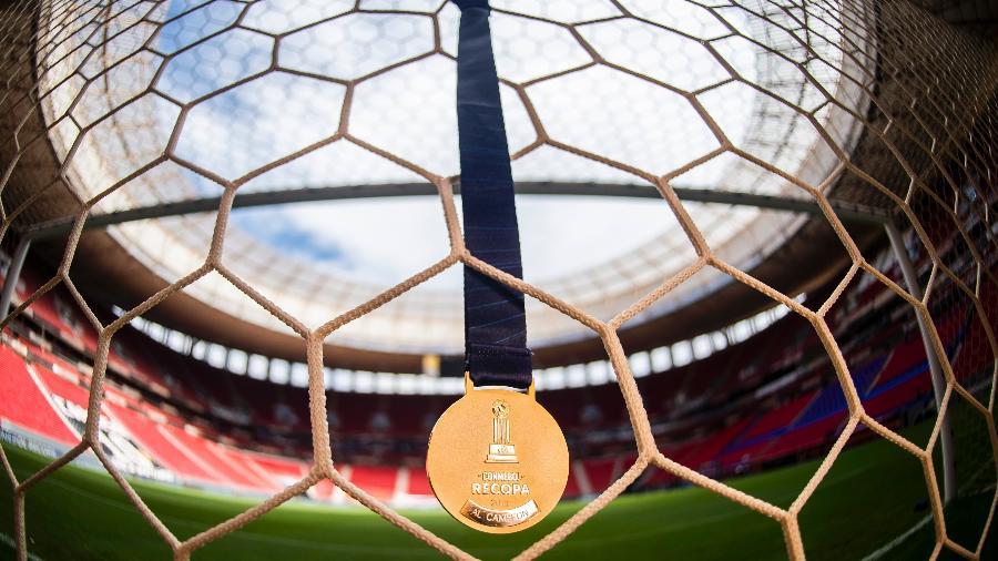 Conmebol divulga fotos das medalhas da Recopa Sul-Americana 2021 - Reprodução/Twitter