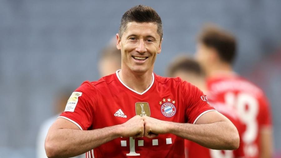 08.mai.2021 - Robert Lewandowski comemora gol do Bayern de Munique contra o Borussia Mönchengladbach - Alexander Hassenstein / Getty Images