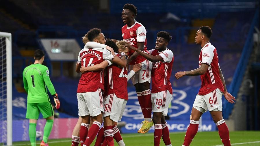 Jogadores do Arsenal comemoram o gol de Smith Rowe contra o Chelsesa - SHAUN BOTTERILL/Pool via REUTERS