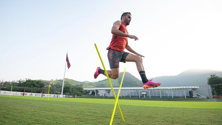 Thiago Maia, volante do Flamengo, se recupera de uma cirurgia no joelho esquerdo - Alexandre Vidal / Flamengo