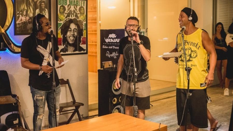 """Xande de Pilares participou da música """"O Segredo do Feijão"""", que será lançada por Ronaldinho Gaúcho - Victor Marinho/Bruno BDR Assessoria e Elaine Ximenes/Divulgação"""